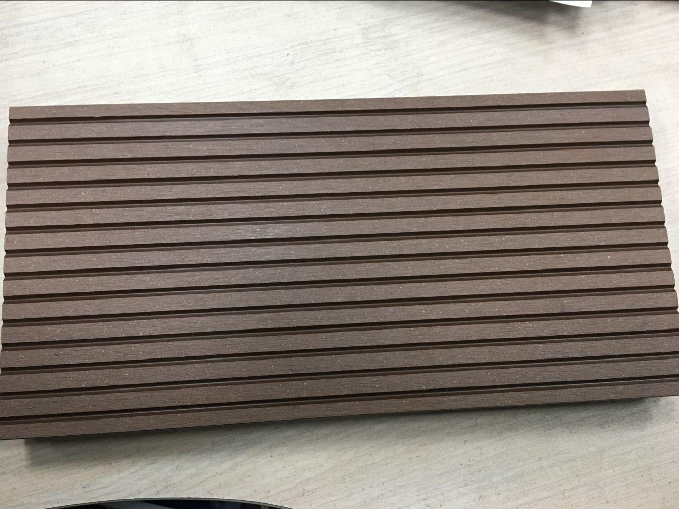 Waterproof and non-cracked wpc outdoor and indoor decking 4
