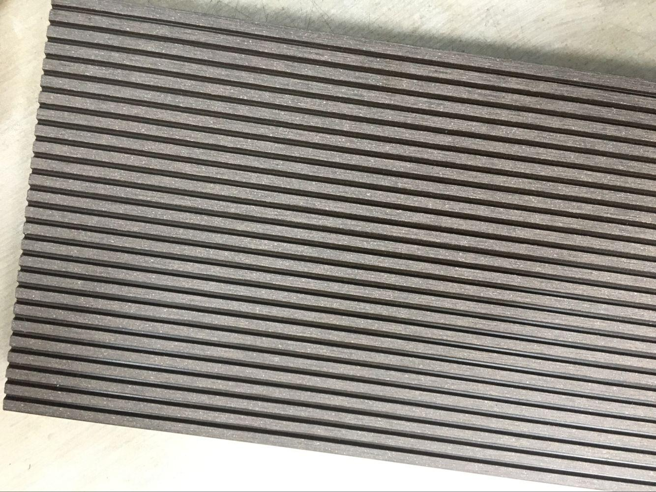 Waterproof and non-cracked wpc outdoor and indoor decking 5