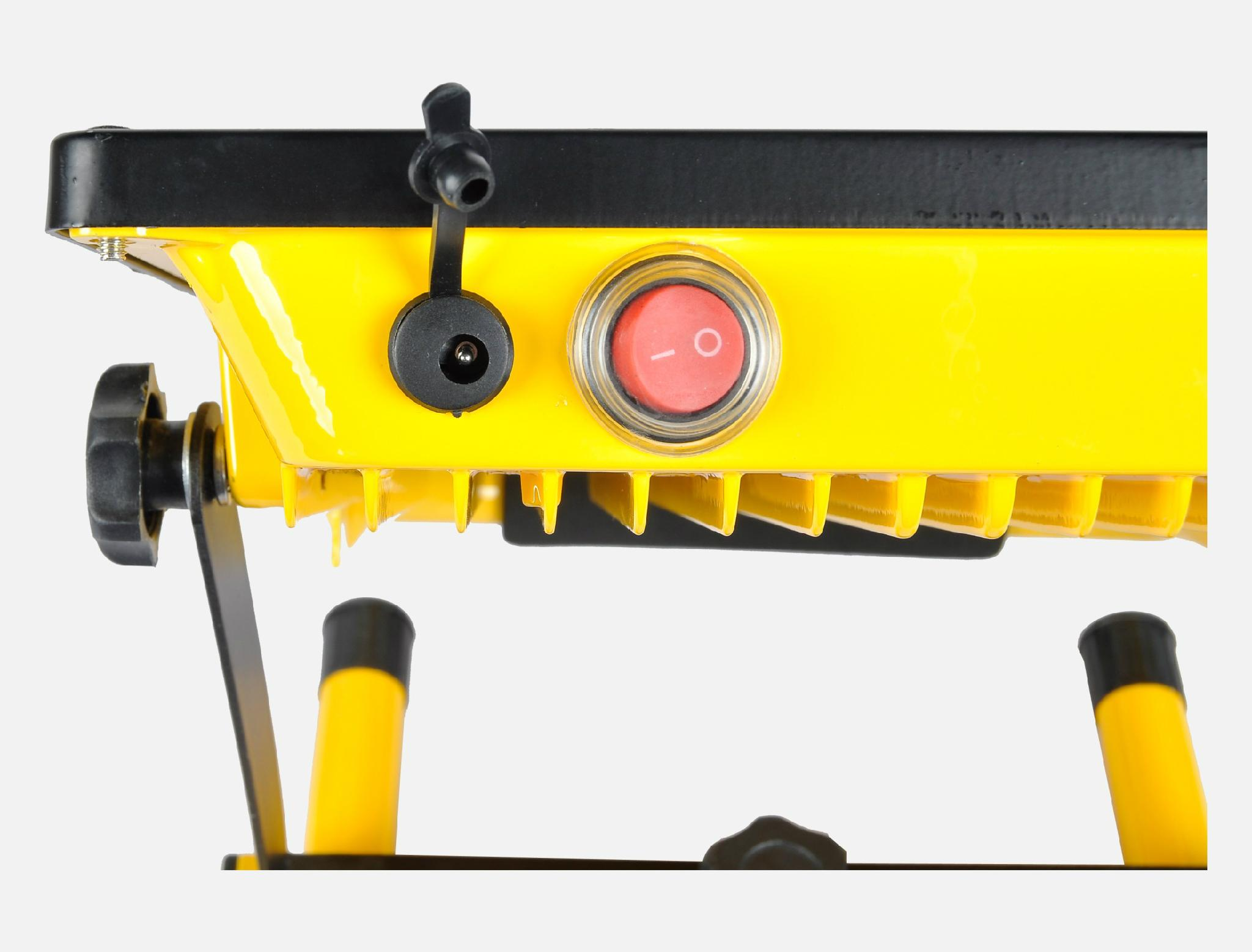 超薄充电式投光灯 5