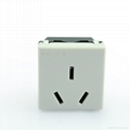 China Standard 3-pole 10A Socket(R16-W)