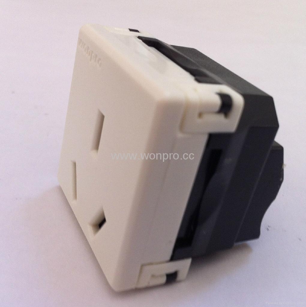 国标三极插座16/20A250V锁线式(R16T-W) 4
