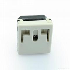 獨特穩不落的L型安全插座 二極帶接地(R2-W)