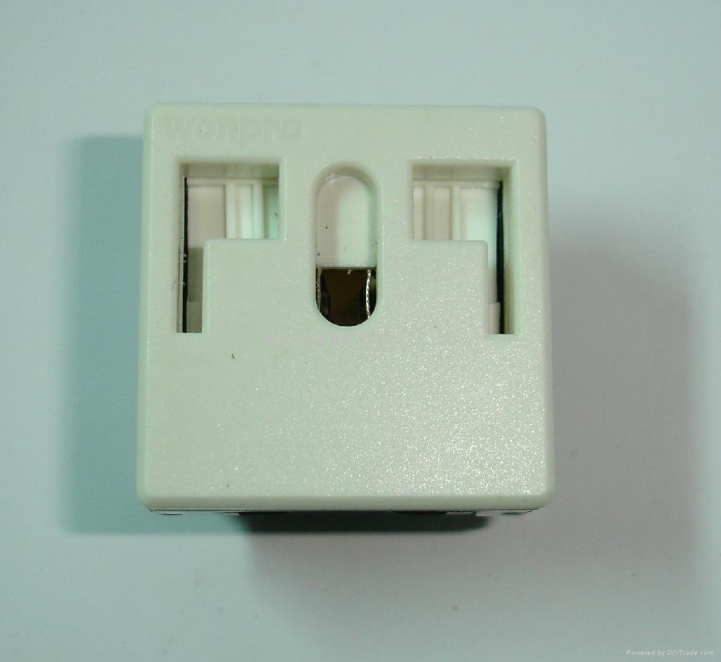 独特稳不落的L型安全插座 二极带接地(R2-W) 2