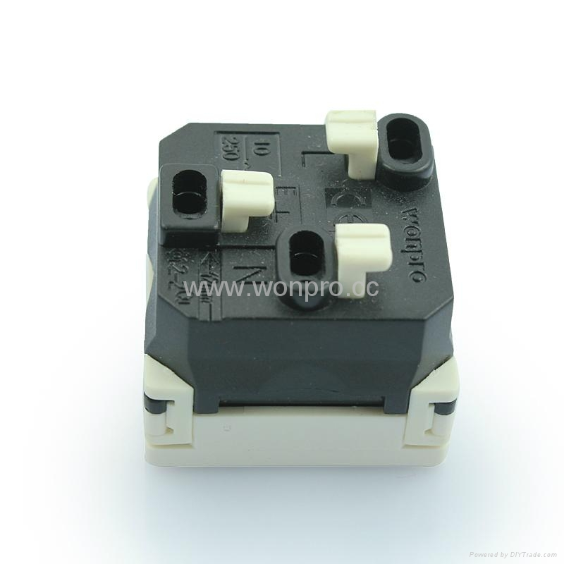 L shaped safety receptacle2P+E (R2-W) 3