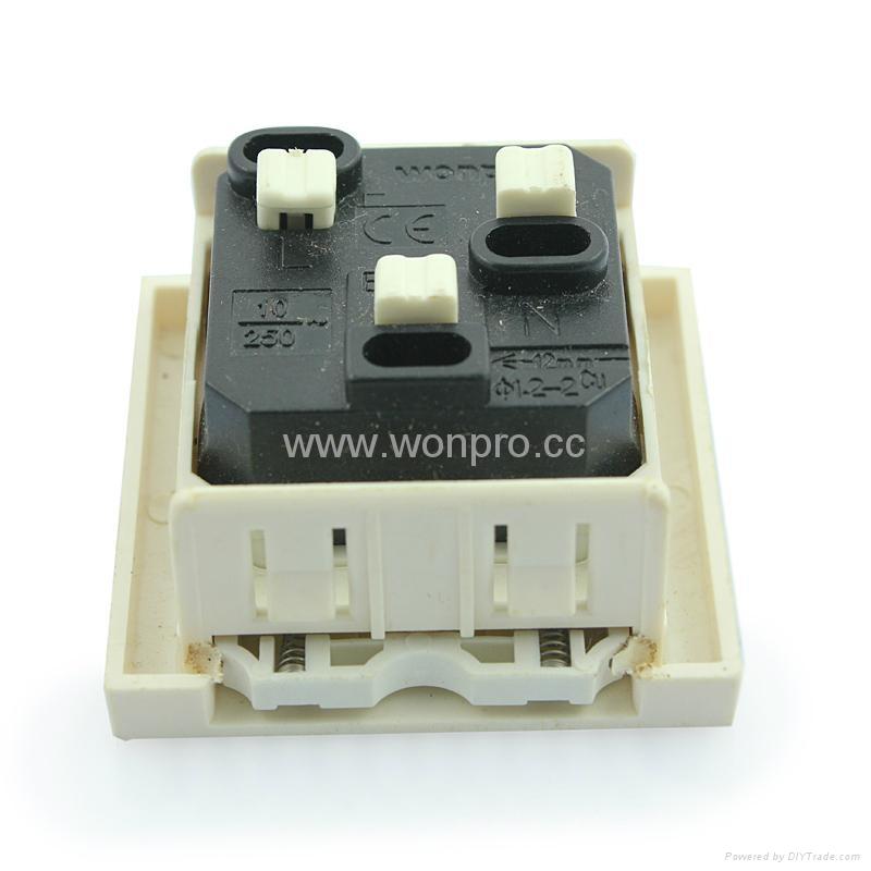 英卡入式工业用一位万用插座带保护门2P+E(BSF-R4S-W 10A白色门) 2