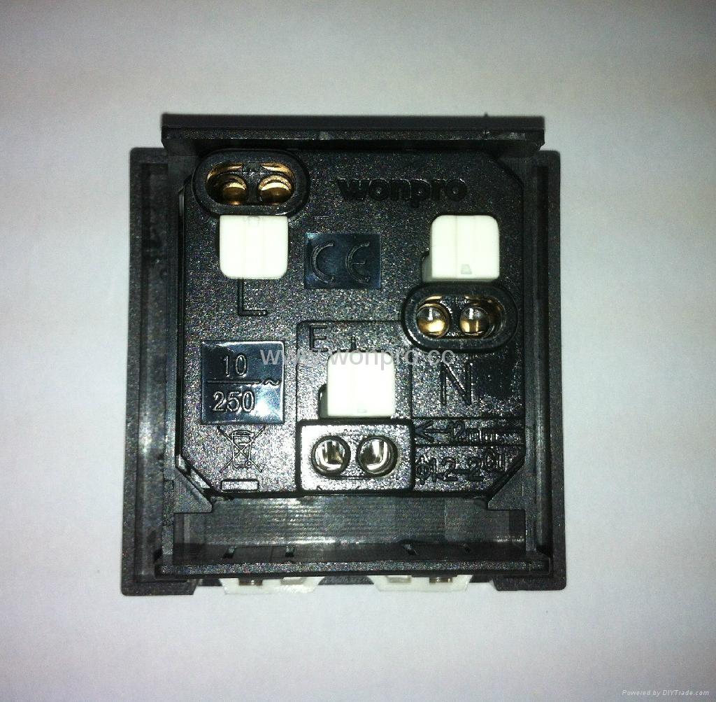 英卡入式工业用一位万用插座带保护门黑色2P+E(BSF-R4S-BK 10A 橘黄门) 2