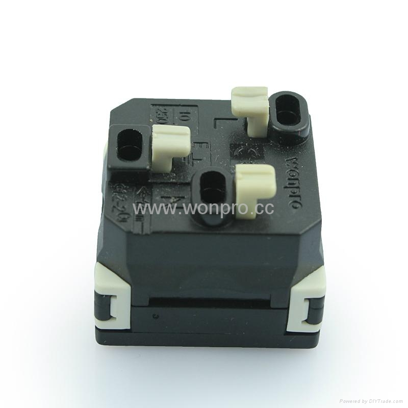 英标插座黑色2P+E(R7-BK) 4