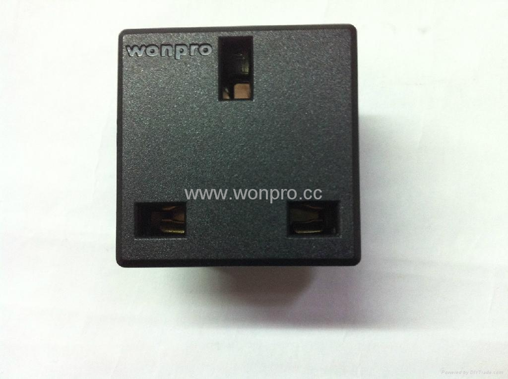 英标插座黑色2P+E(R7-BK) 1