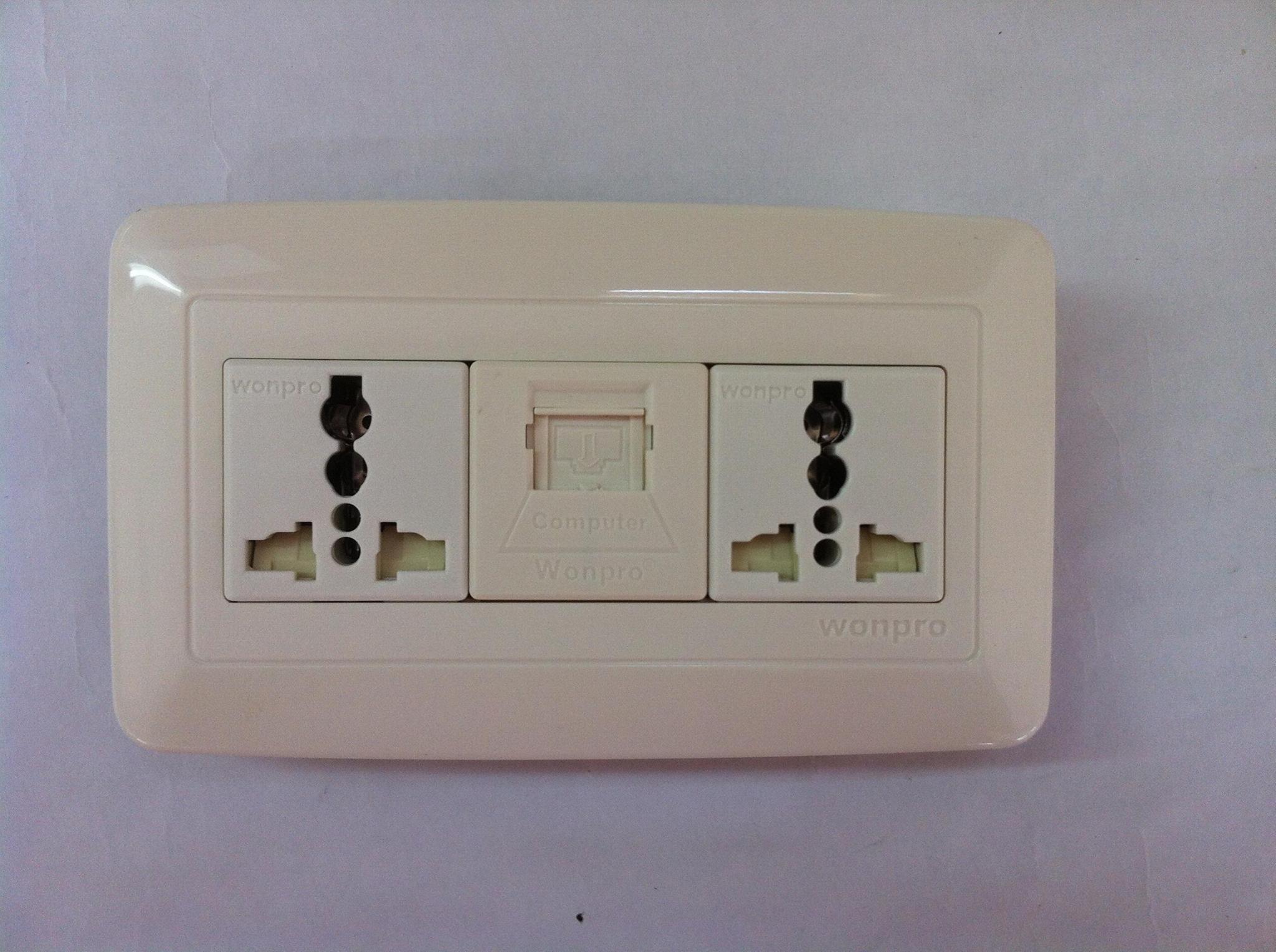 WFL系列高级万用插座 11