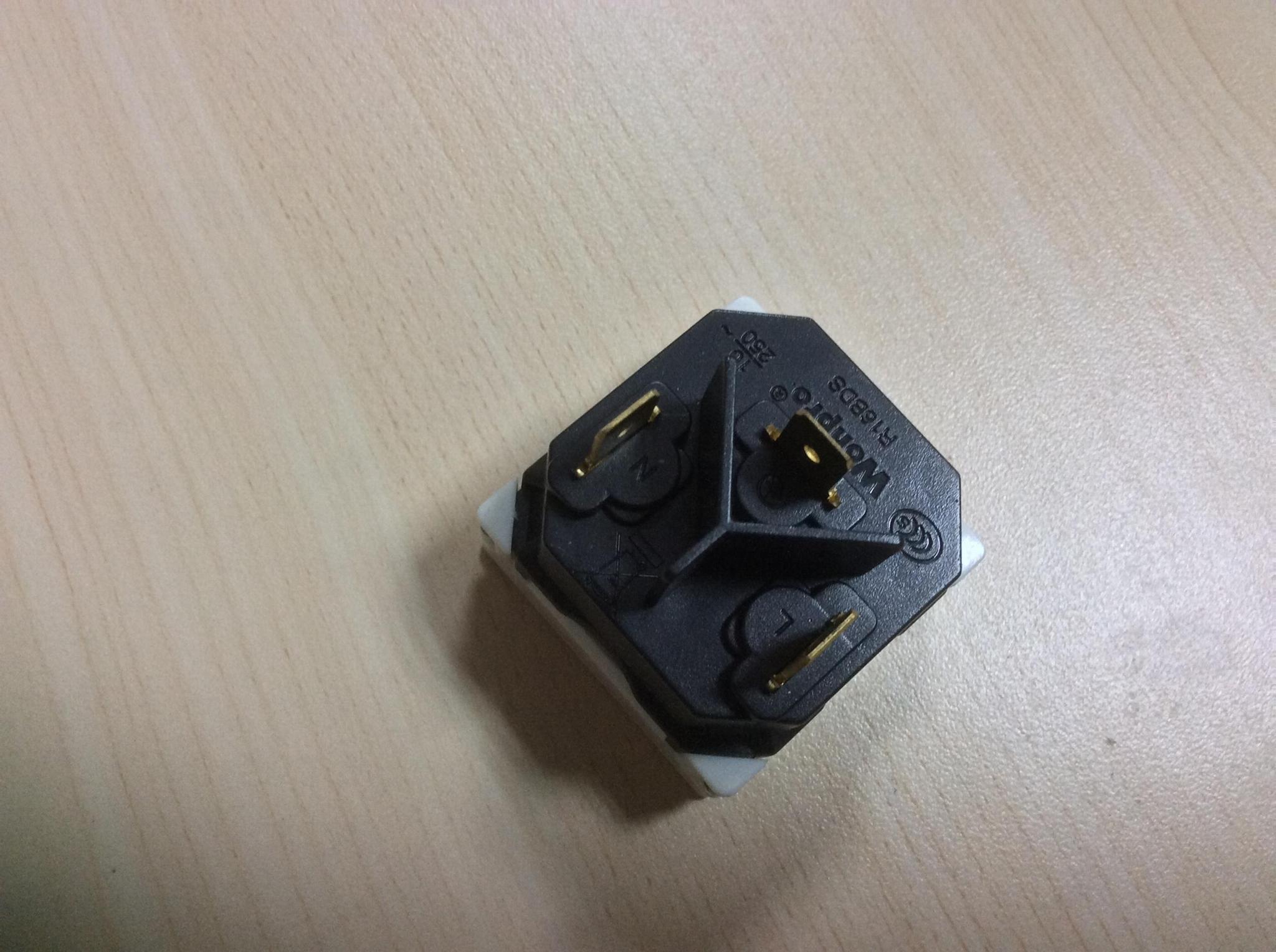 中国3C国标GB二三极组合插座带保护门(R16BDS-W) 2