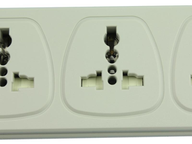 国标标准插座  专利插孔设计 安全门设置 合理插座间距
