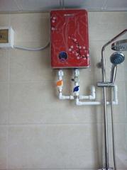 全球最安全快热式电热水器
