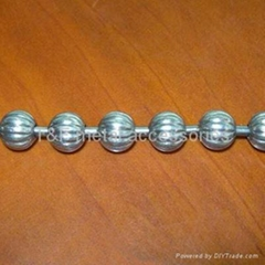 Fluted ball chain