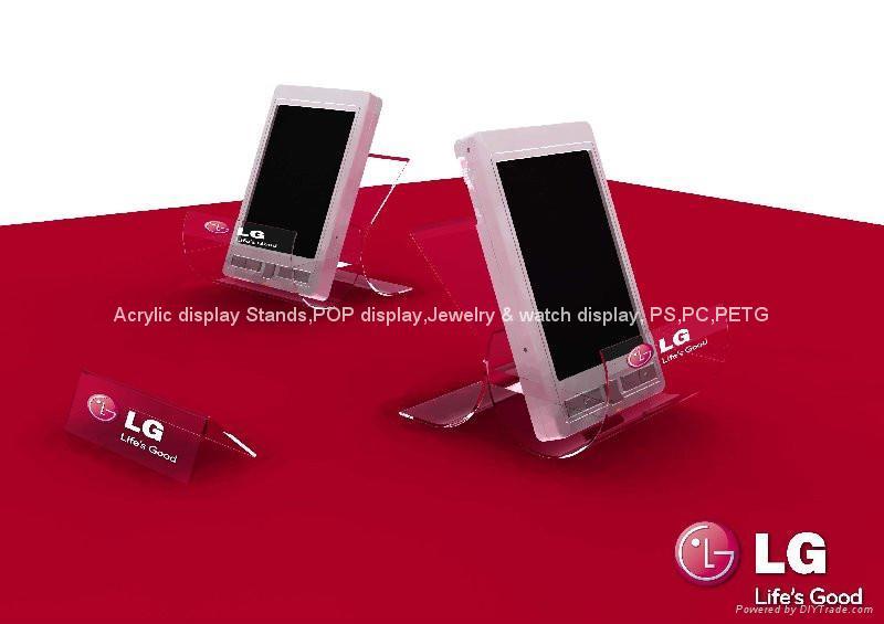 【名称】:大屏幕5.5寸手机展架/智能宽屏手机托架/手机座/手机支架 【材料】:亚克力 【颜色】:透明 【LOGO】:无字透明 【适用】:适合6寸以下屏幕手机、MP3等商品展示陈列 可展示5.5寸宽屏 【功用】:适用于各种型号手机、MP3、DV机、数码相机、手机、PDA、GPS等数码产品陈列展示;产品本身设计小巧,可以展示手机、MP3、MP5等电子产品,即不占空间又能充分体现手机特点。