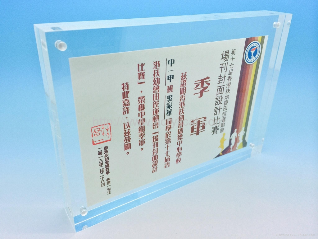 aAcrylic photo frame,crylic picture frame 12+12mm,The Heavy Magnetic Picture Frame preserves your photo between heavy sheets of clear acrylic that are held together by magnetic corners. Can be used vertically or horizontally and available in three sizes:2-1/2 X 3-1/2 X 3/4, 3 1/2'', 3 1/2'' x 5'', 4'' x 6'', 5'' x 7''.