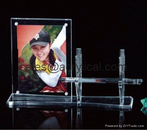 acrylic photo frame,4R acrylic magnetic photo frame,Magnetic Picture Frame preserves your photo between heavy sheets of clear acrylic that are held together by magnetic corners. Can be used vertically or horizontally and available in three sizes:2-1/2 X 3-1/2 X 3/4, 3 1/2'', 3 1/2'' x 5'', 4'' x 6'', 5'' x 7''.