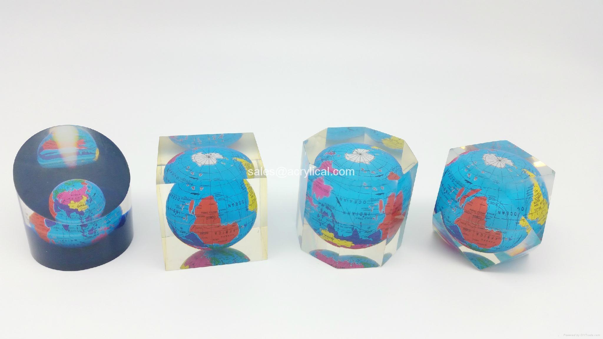 水晶膠工藝品,透明廣告禮品,水晶工藝品製作,透明工藝品,透明樹脂工藝、透明磨砂工藝、夜光工藝品、樹脂仿大理石工藝、樹脂仿玉石工藝、樹脂小雕像、首飾展示架(亞加叻、透明合成樹脂)、聖誕節工藝品、萬聖節工藝品、喜慶婚禮禮品、基督教工藝品、閃光樹脂禮品、樹脂加濕霧化器(霧化燈)廣告禮品等。