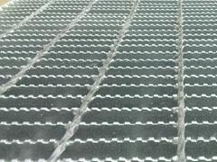 Serrate steel grating
