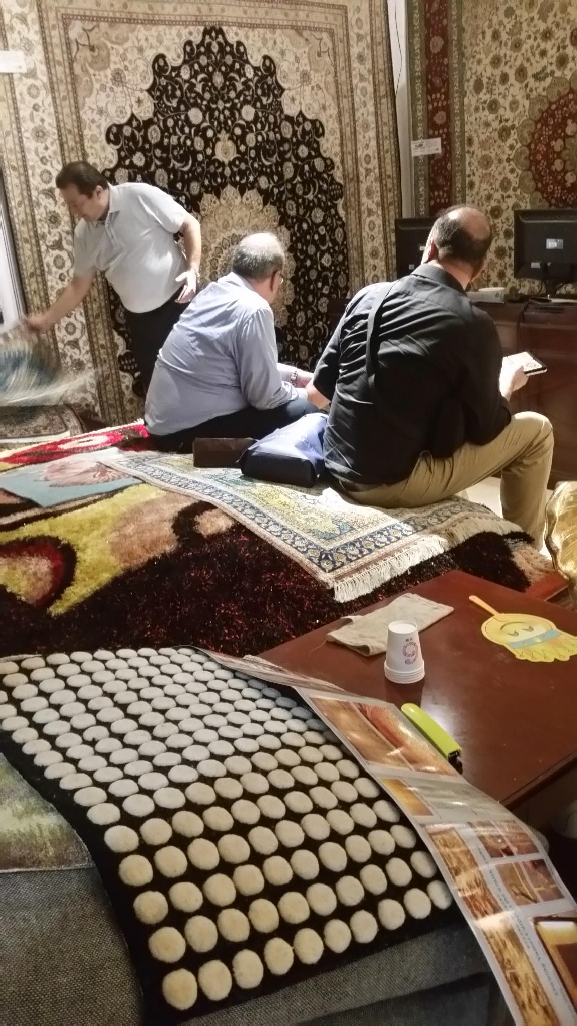 中国好的天然蚕丝地毯厂-亚美生产特大型地毯 3