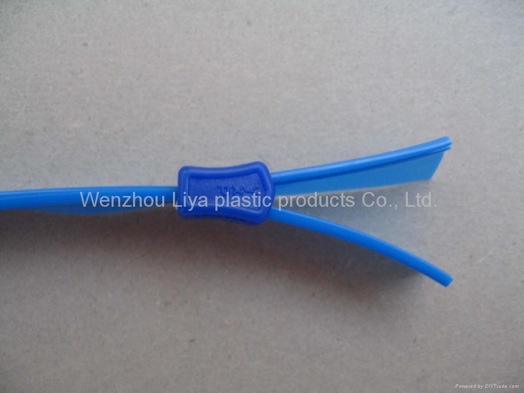 plastic puller 1