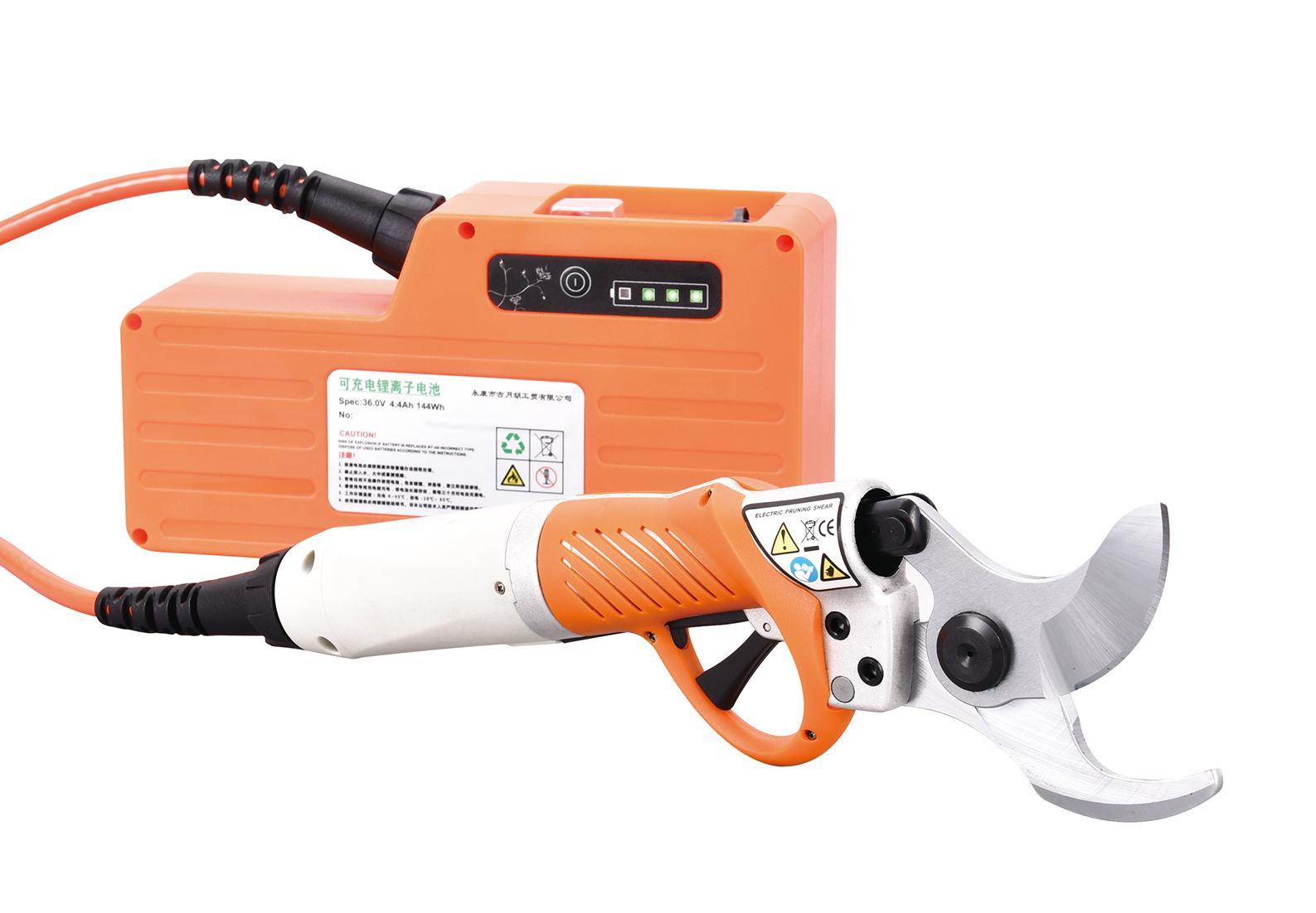 Electric gardening shears