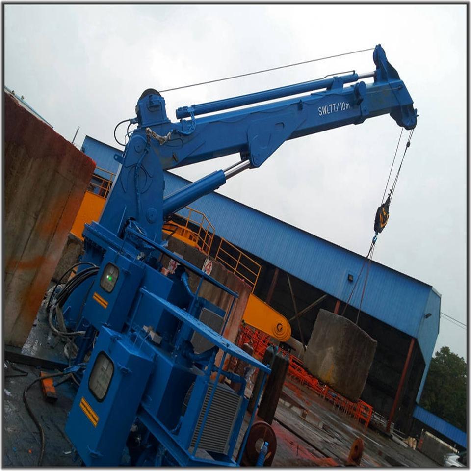 折叠式机械臂伸缩型船用起重机 3