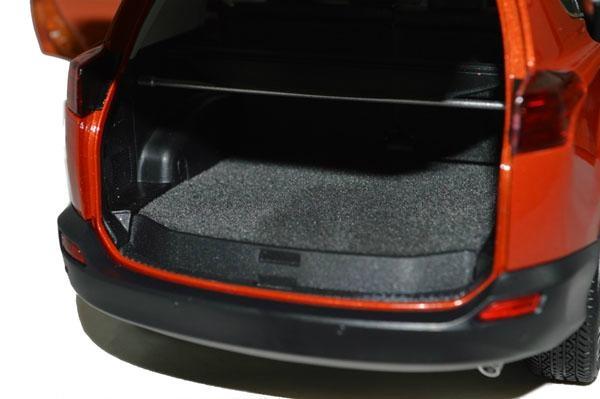 Classic Toys Brand New 1/18 Toyota RAV4 2013 Diecast model car By Paudi 4