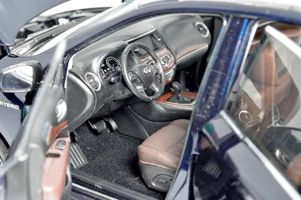 Infiniti QX60 2017 1/18 Scale Diecast Model Car 5