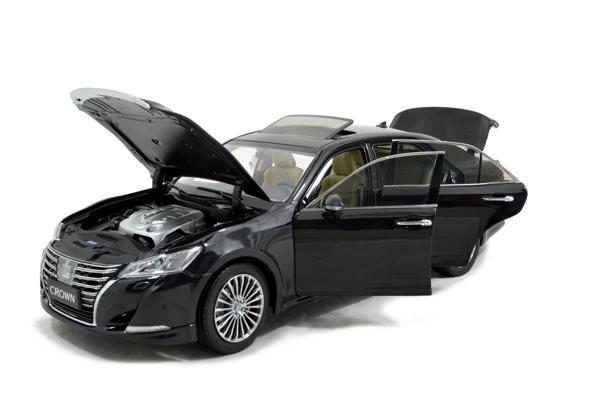Toyota Crown 2015 1/18 Scale Diecast Model Car Wholesale 3