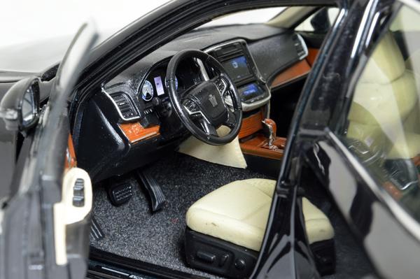 Toyota Crown 2015 1/18 Scale Diecast Model Car Wholesale 4