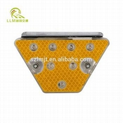 Trapezoid solar powered delineator road guardrail stud reflector