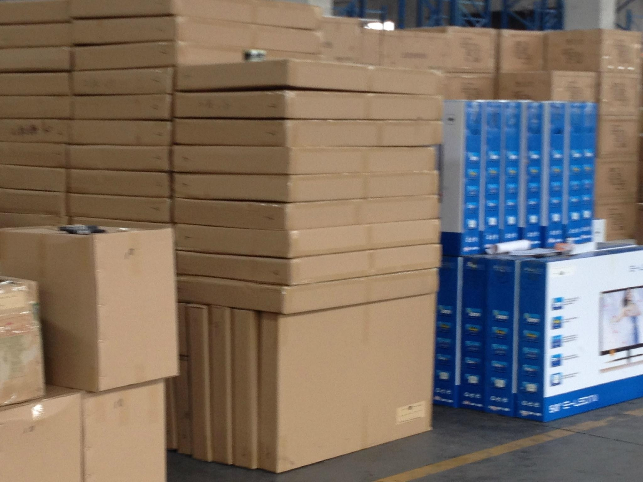 Goods into the dock and warehouse, waiting for equipment cabinets