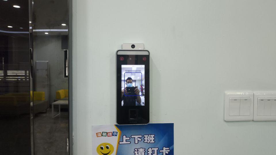 深圳刷臉門禁考勤機多光譜智能人臉識別終端xFace600 2