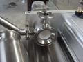 沙司醬汁類活塞式灌裝機配有兩個灌裝噴嘴