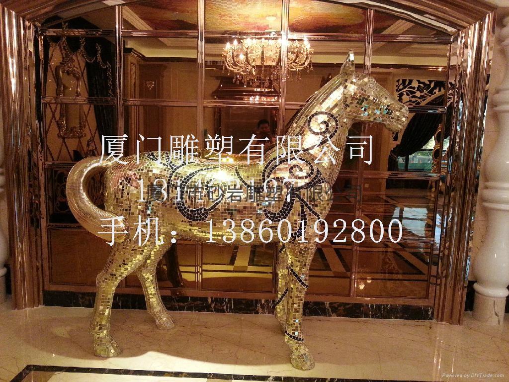 土豪金马雕塑 3