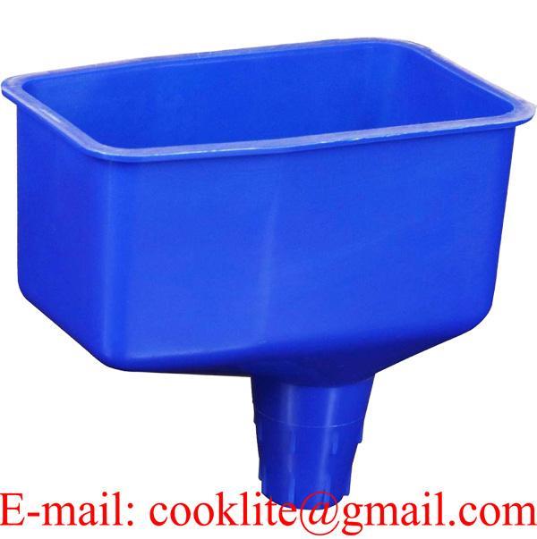 Plastová nádoba na olej, štvorcová