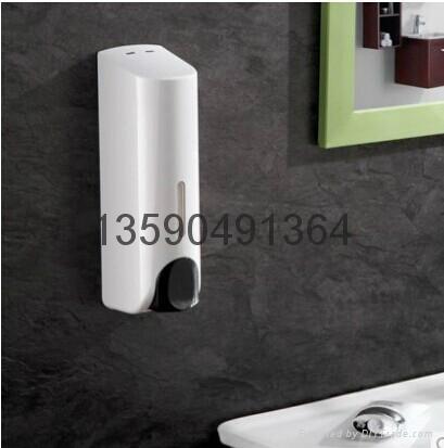 manual soap dispenser 1