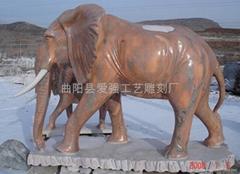 晚霞红石雕大象