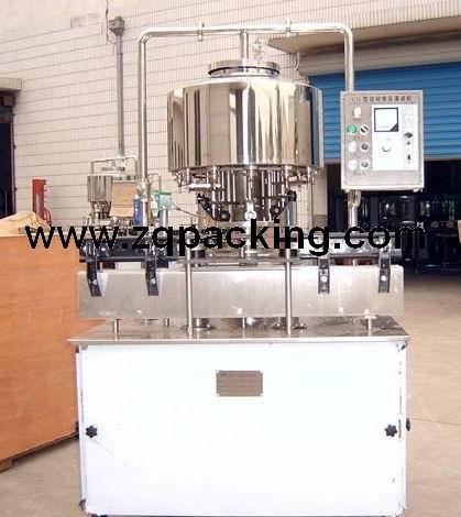 CYG型常压灌装机 1