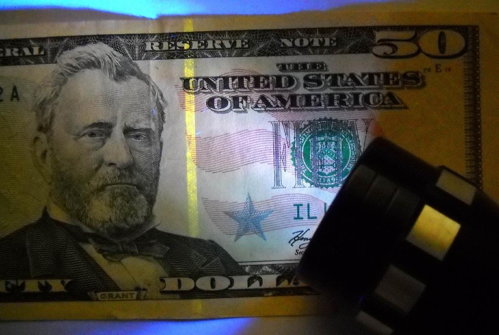 Money Detector Flashlight 2