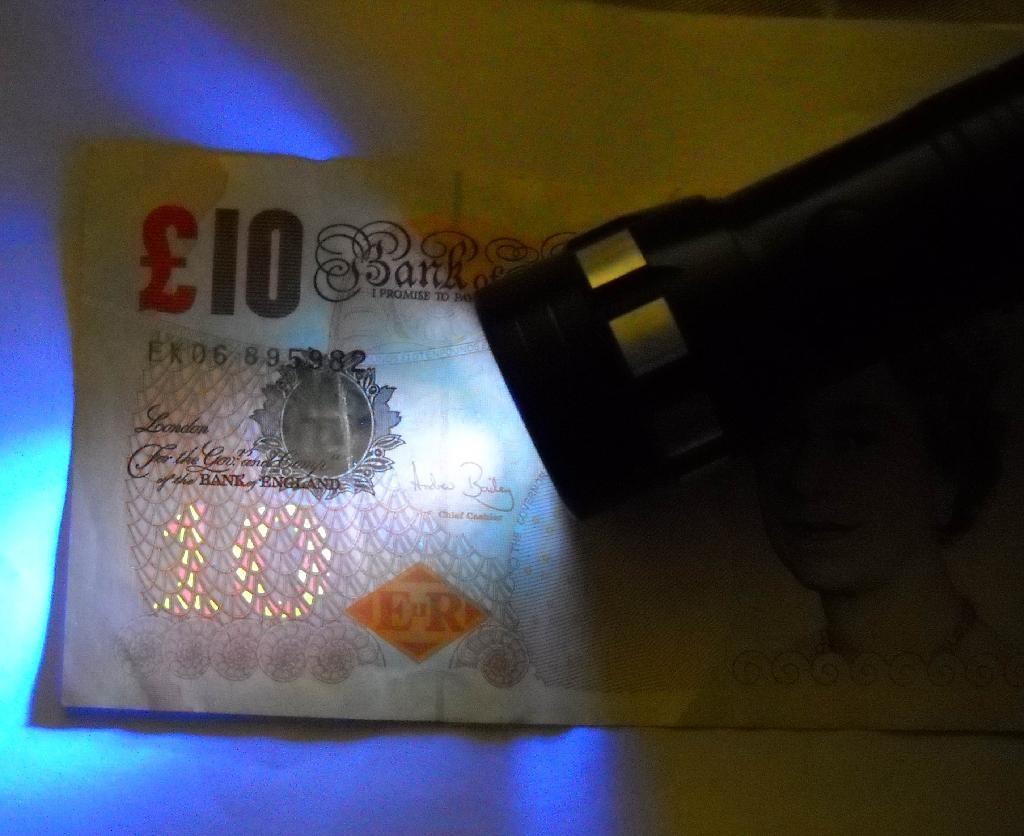 Money Detector Flashlight 4