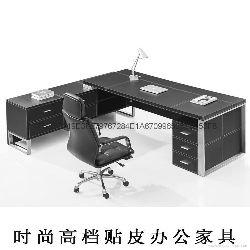高檔皮面辦公傢具老闆桌現代大班台桌椅 3