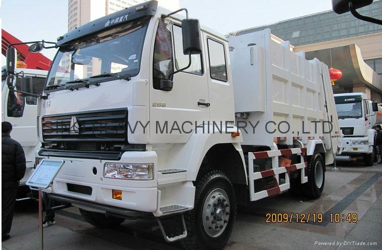 Sinotruck Compact Garbage Truck  3