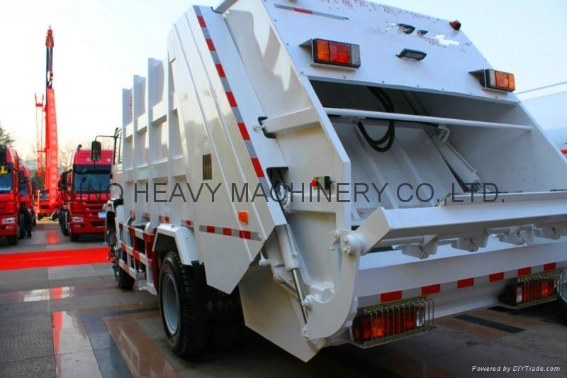 Sinotruck Compact Garbage Truck  2