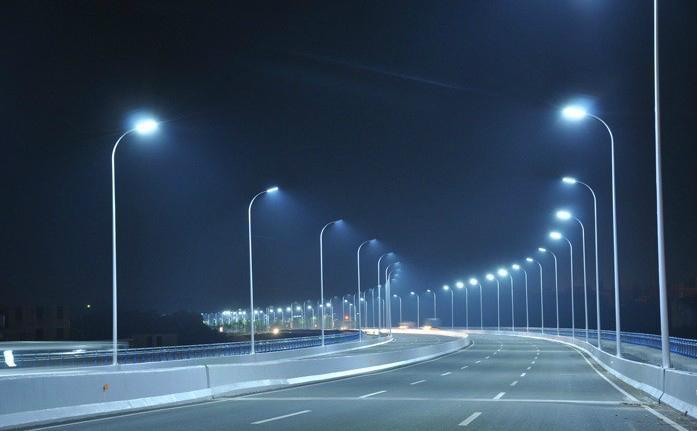 道路20米宽,双向6车道,应该如何选择LED路灯?