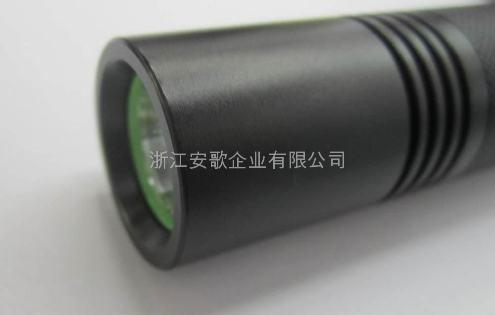 LICHAO立超 LC-A0# T6 LED橘皮铝光杯带夜光开关强光手电筒 4