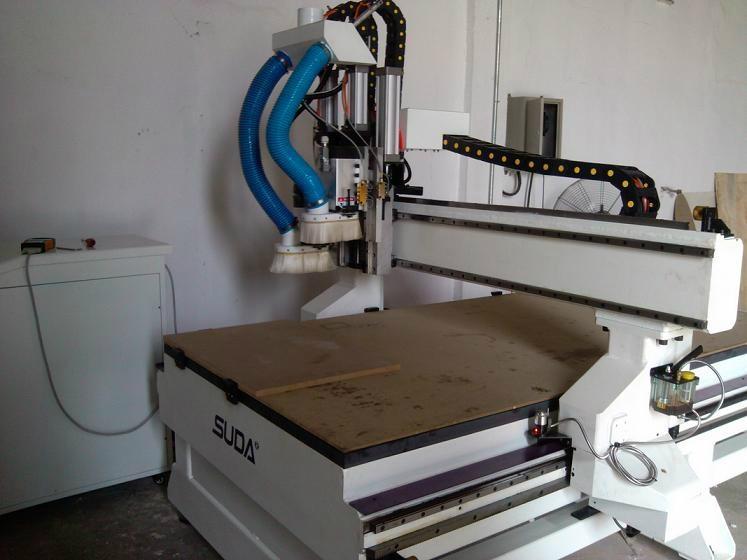 木門自動換刀雕刻機 3
