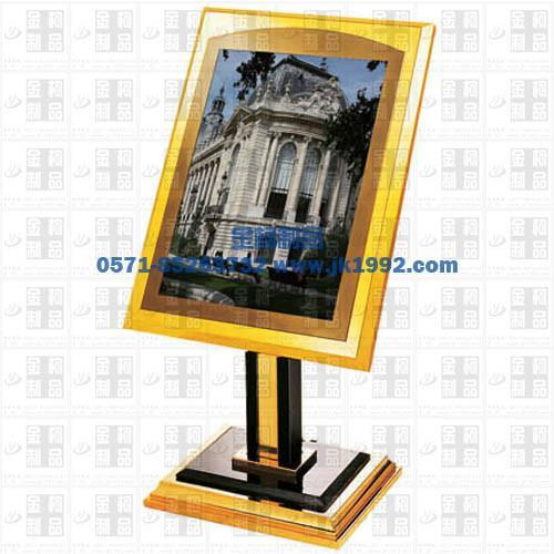 供應金柯立式海報名牌指示牌鈦金展示架 1