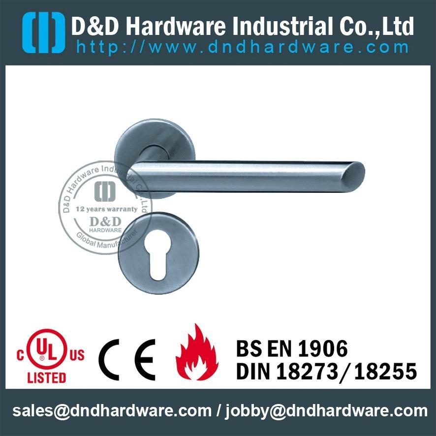 BS EN 1906 Grade 3& Grade 4,不鏽鋼管門拉手,型號:DDTH012