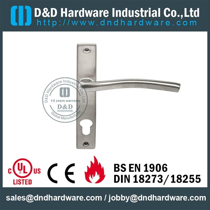 BS EN 1906 door handle with plate